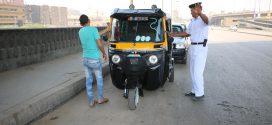 """سائق """"توك توك"""" يهدد النظام المصري"""